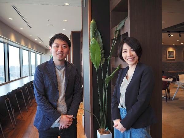 オンライン研修開発を担当する谷垣(左)と星野(右)